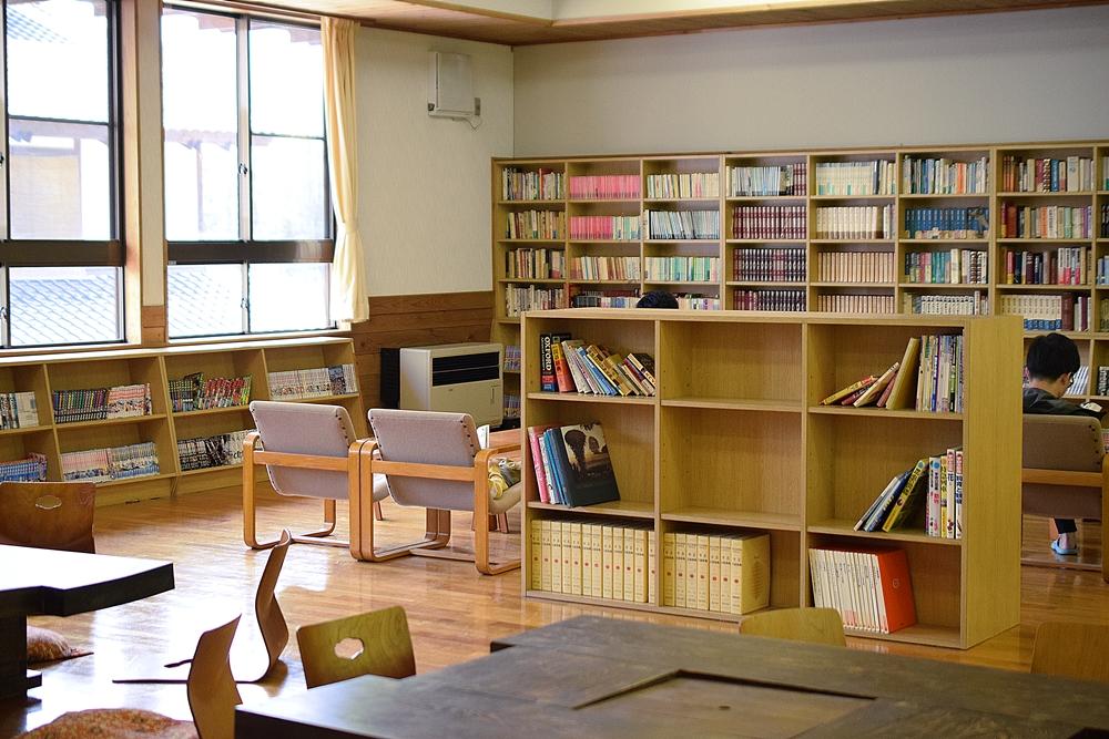 さる小 図書室